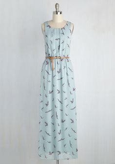 Welcoming this chiffon maxi dress into your wardrobe is an event worth celebrating! This unflappable ensemble flutters with grey bird silhouettes flying against a sky blue backdrop, and complete with a gathered waist and tawny brown belt, this frock is a decision you'd happily make again!