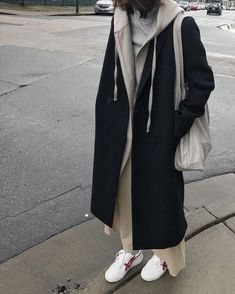 City Girl Coat 1529 Long hoodie 1880 Tshirt Shop the look Looks Style, Looks Cool, My Style, Daily Style, Cute Casual Outfits, Fall Outfits, Fashion Outfits, Fashion Fall, Fashion Men