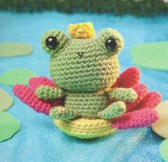 Princess Frog and Water Lily Throne - Free Amigurumi Pattern here: http://normadutra.blogs.sapo.pt/337237.html