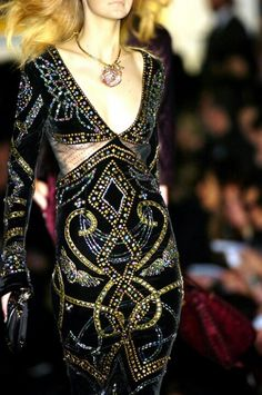 Roberto Cavalli at Milan Fashion Week Fall 2005 Ellie Saab, Couture Details, Fashion Details, Fashion Design, Couture Fashion, Runway Fashion, Womens Fashion, Roberto Cavalli, Retro Fashion