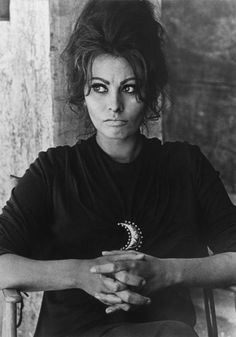 SOPHIA LOREN, TAKEN ON THE SET OF ANTHONY MANN'S 'THE FALL OF THE ROMAN EMPIRE', SPAIN, 19-22 MAY, 1963  DONOVAN, TERENCE (1936-1996)