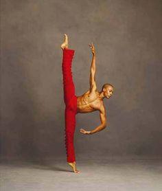Danseur du Théatre Alvin Ailey - Couleur de la planète Mars, dieu de la guerre, le rouge évoque autant l'enthousiasme que la colère. Conflits ou Amour ?