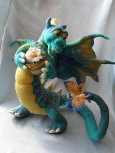 Green felted Dragon with butterfly Needle Felted Animals, Felt Animals, Felt Dragon, Dragon Head, 3d Figures, Needle Felting Tutorials, Felt Fairy, Felt Toys, Wet Felting
