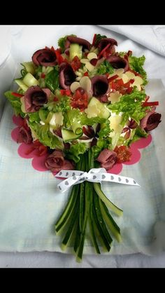 Cake bouquet decor platter welcome Creative Kitchen, Creative Food, Cute Food, Good Food, Appetizer Recipes, Appetizers, Sandwich Cake, Food Garnishes, Edible Arrangements
