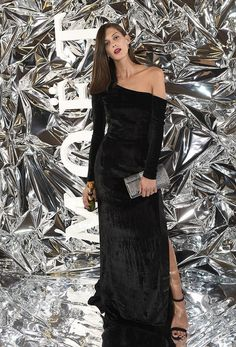 Aneta Vignerová v sametových černých šatech Michala Kováčika. Velvet Gown, Silk Gown, Moet Chandon, Modeling, My Design, Women Wear, Gowns, Elegant, Formal Dresses