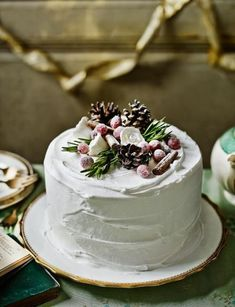 Decoration idea: Alpine cake If you've made our Christmas Cake we've got some great ideas on how to decorate! This Alpine cake decoration is sure to be the centerpiece of any dinning table. Christmas Cake Designs, Christmas Cake Decorations, Christmas Desserts, Christmas Treats, Christmas Baking, Christmas Cakes, Table Decorations, Beautiful Cakes, Amazing Cakes