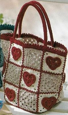 Вязание сумочки крючком... If you love hearts,this is the tote bag for you!!.. Free diagrams and charts!