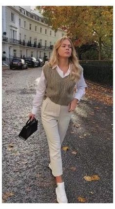 Casual Work Outfits, Mode Outfits, Classy Outfits, Stylish Outfits, Vest Outfits, Chic Office Outfit, Office Outfits Women, Business Casual Outfits For Women, Trouser Outfits