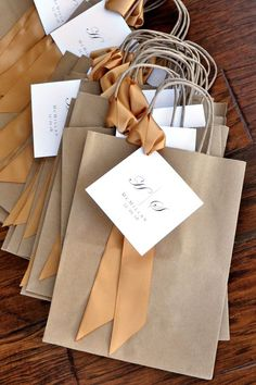 40 Ideas Wedding Favors Cheap For Guests Welcome Bags Wedding Favors And Gifts, Creative Wedding Favors, Inexpensive Wedding Favors, Cheap Favors, Rustic Wedding Favors, Wedding Welcome Bags, Wedding Favor Bags, Wedding Guest Favors, Bridesmaid Gift Bags