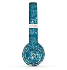 The Seamless Blue and White Paisley Swirl Skin Set for the Beats by Dre Solo 2 Wireless Headphones
