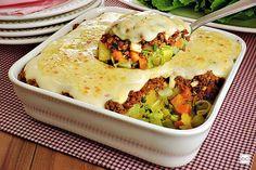 Confira esta receita de carne moída gratinada com legumes: ela é prática, rápida e fácil de fazer! Perfeita para preparar em qualquer dia da semana!