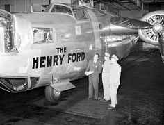 Ford Willow Run Plant 1944 Eastern Michigan University, Detroit Michigan, French History, Us History, Ww2 Aircraft, Military Aircraft, Ypsilanti Michigan, Air Festival, Military Pictures