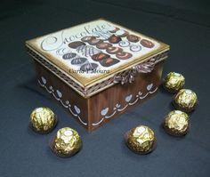 Carla Handmade: Caixa Bombons Caixa para bombons ou outras guloseimas. Pintada em tons chocolate e com alguns dos bombons em relevo.