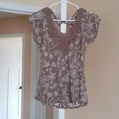 Pretty summer top Flowers Maurices Tops Blouses