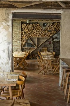 Love the hipster look of raw materials, both on the walls and the use of wooden elements.