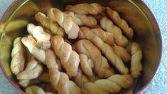 """Πώς μου ξέφυγαν αυτά τα κουλουράκια και """"δεν τα ανέβασα"""" ακόμη!!! Μάλλον περίμεναν τη φετινή Ανάσταση. Μιλάμε για ΤΑ ΚΟΥΛΟΥΡΑΚΙΑ!!! Τ... Greek Recipes, Sausage, Food And Drink, Sweets, Cookies, Meat, Vegetables, Desserts, Oreos"""
