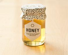 The Honey Club Harvest 2012 Packaging Honey Packaging, Cool Packaging, Print Packaging, Packaging Design, Branding Design, Product Packaging, Crea Design, Jar Design, Bottle Design