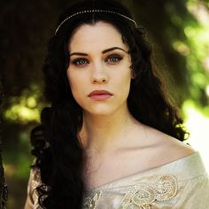 Princess Singri. Aunt of Queen Myshka. Sister of King Jonnel. Daughter of King Elyjah and Queen Sivyenne.
