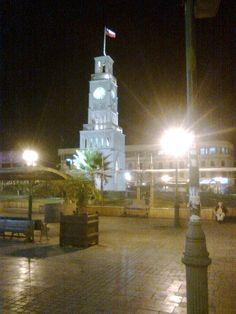 El Reloj    monumento histórico en la plaza de Iquique, construido antes de la conquista.