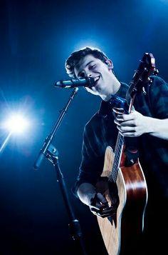 Um dos melhores cantores da atualidade na minha opinião, sua voz necessita apenas de um violão pra que vire uma música, suas composições refletem os sentimentos de um adolescente e ele é muito agradecido ao seus fãs por cada coisa conquistada!