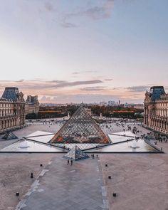 Musée du Louvre Reiseziele in Europa Places To Travel, Places To See, Travel Destinations, Paris Travel, France Travel, Travel Europe, France Europe, Louvre Paris, The Louvre