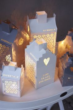 ☆ White Christmas Wonderland ☆ With milk packages. Not so easy, but very beautiful for Xmas! Christmas Lanterns, 1st Christmas, Christmas Projects, White Christmas, Christmas Holidays, Christmas Decorations, Fiestas Party, Candle In The Wind, Christmas Wonderland