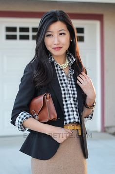 Gotta have this.gingham shirt, blazer, pencil skirt, pop of color belt, pearls Petite Fashion, Curvy Fashion, Pretty Outfits, Cute Outfits, Tan Skirt, Khaki Skirt, Extra Petite, Boating Outfit, Gingham Shirt