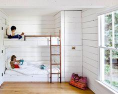 Kinderzimmer. Bettkombination Beim Wenigen Platz