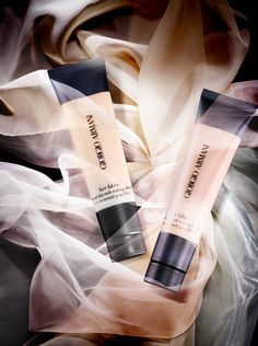 Giorgio Armani translates his skills in texture and layering into its unique range of cosmetic textiles, a wardrobe for face. Face fabric is an invisible makeup with a 3D Micro-fil technology. Its unique Micro-fil™ formulations bring lightness and fluidity to makeup, allowing infinite blending and layering to enhance the natural glow of the skin.