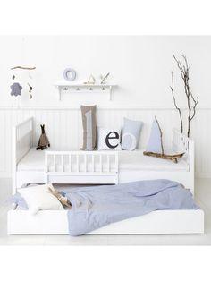 Manchmal geht es sehr schnell und es sind noch ein paar Menschen mehr zum Übernachten da. Mit dem Oliver Furniture Unterbett Ausziehbett für Tagesbett oder Juniorbett von Søren Rørbæks ist das aber nun kein Problem mehr.