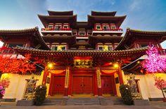Singapore Buddha tooth relic temple (Chinatown near pagoda street) by Wang Guowen (gw.wang), via Flickr