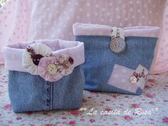 Denim Bag - Tutorial in Spanish Jean Purses, Purses And Bags, Denim Bag Tutorial, Do It Yourself Baby, Diy Jeans, Denim Purse, Denim Ideas, Denim Crafts, Fabric Bins