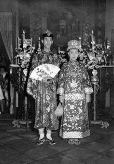 STRAITS CHINESE WEDDING - GROOM AND BRIDE IN TRADITIONAL Peranakan 1920