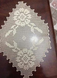 This Pin was discovered by Seb Filet Crochet, Crochet Doilies, Crotchet, Crochet Baby, Sculpture Clay, Sculptures, Baby Knitting Patterns, Hand Embroidery, Swatch