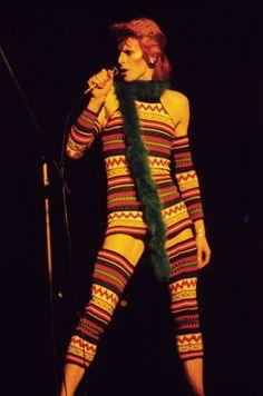 David Bowie in 1973 on his Ziggy Stardust tour wearing a Kansai Yamamoto knitted jumpsuit. David Bowie Starman, David Bowie Ziggy, David Bowie Dress, Divas, Bowie Ziggy Stardust, Ziggy Played Guitar, The Thin White Duke, My Sun And Stars, Suffragette