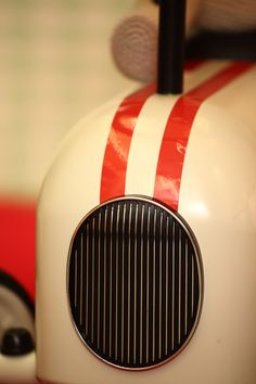 detalle de coche vintage para niños en www.cyckids.com Nespresso, Vintage Cars, Coffee Maker, Kitchen Appliances, Coffee Maker Machine, Diy Kitchen Appliances, Coffee Percolator, Home Appliances, Coffee Making Machine