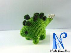 Frightening stegosaurus made with Mevv San pattern :) http://mevvsan.com/