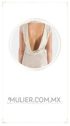 Vestido corto, color blanco con escote en la espalda.  $1,099