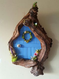 garden ideas handmade During the day, there is often no time to really. Diy Fairy Door, Fairy Garden Doors, Fairy Garden Houses, Fairy Doors, Fairy Crafts, Garden Crafts, Diy And Crafts, Garden Ideas, Driftwood Crafts