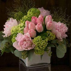 Arrangements Ikebana, Spring Flower Arrangements, Beautiful Flower Arrangements, Floral Centerpieces, Floral Arrangements, Birthday Flower Arrangements, Creative Flower Arrangements, Tall Centerpiece, Centerpiece Wedding