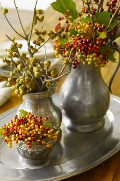 Be inspired by things around you to make these beautiful Thanksgiving centerpieces with these easy table decoration ideas, since your holiday table just isn't complete without a lovely Thanksgiving DIY focal point. Deco Floral, Arte Floral, Floral Design, Fruits Decoration, Vibeke Design, Fall Chic, Thanksgiving Centerpieces, Diy Thanksgiving, Autumn Decorating
