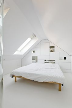 chambre à coucher minimaliste en blanc