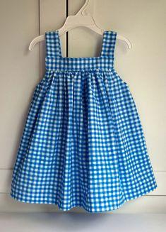 Girls Frock Design, Baby Dress Design, Kids Frocks Design, Baby Frocks Designs, Baby Girl Dress Patterns, Baby Clothes Patterns, Baby Dress Tutorials, Kids Dress Wear, Little Girl Dresses