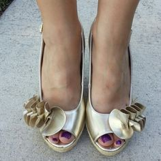 Steve Madden Gold Wedges - Never worn! Shiny Gold Wedges Strapback  Open toe 6in heel Frills in front Steve Madden Shoes