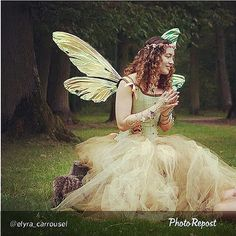 "This beautiful #fancyfairy in golden colors is sporting her Teasel wings. #fairies #fairiesarereal #iridescent #costume #fairywings By @elyra_carrousel ""Fairy Ely"" via @PhotoRepost_app 