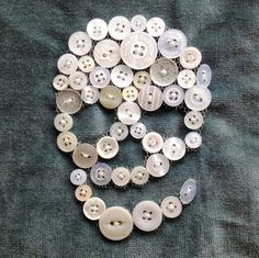 Simi Warah made this button skull for a fabric sketch book. I'm partial to any art involving sewing. This skull uses the variety of white buttons and tulle in a smart way to define the skull shape Button Art, Button Crafts, Deco Dyi, Arts And Crafts, Diy Crafts, Skull Crafts, Diy Buttons, Creation Couture, Diy Clothing