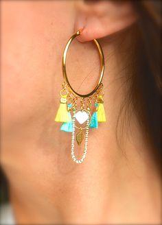 Créole et anneau doré, pompon turquoise et jaune, chaîne bille blanche -Bijoux ENORA-