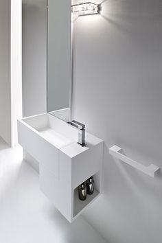 Rexa Design Waschtisch. Dieses Modell gibt es auch auf Maß und als Säule. Serie wird in unserem Showroom Spazio W gezeigt.