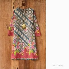 batik dress                                                                                                                                                                                 More Batik Blazer, Blouse Batik, Batik Dress, Batik Fashion, Hijab Fashion, Fashion Dresses, Mode Batik, Batik Kebaya, Dress Anak