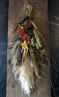 「ていねいな蔵し」にお持ちするもの : シベリアケヱキのこんな一日 Dried Flower Wreaths, Dried Flowers, Fall Arrangements, Hand Bouquet, Shabby Chic Decor, Grapevine Wreath, Flower Art, Fall Decor, Christmas Wreaths